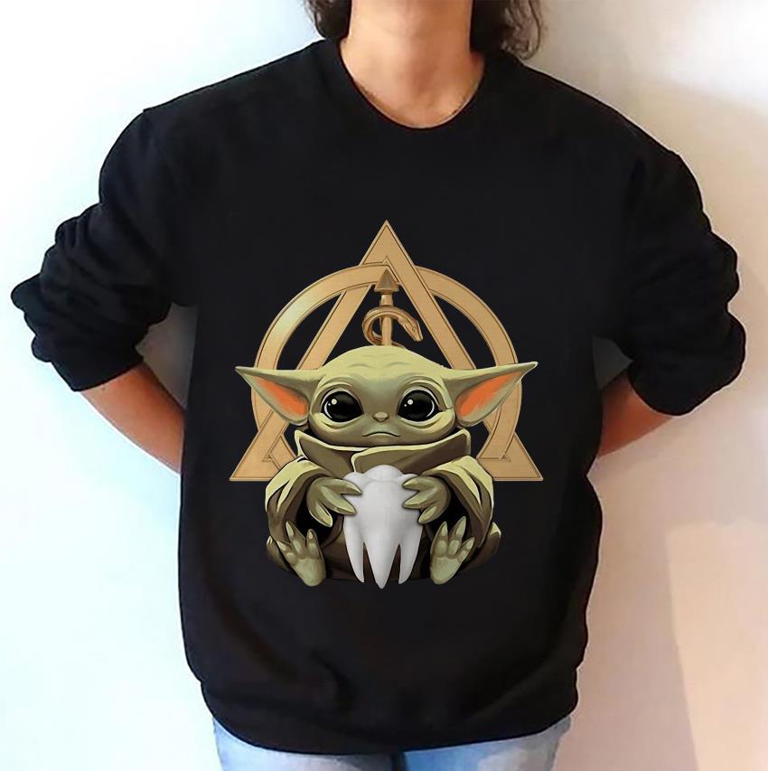 Baby Yoda hug Dentist symbol sweat-shirt