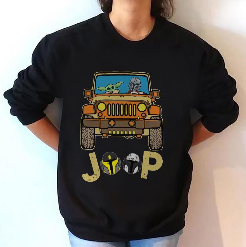The Mandalorian drives Jeep baby Yoda sweat-shirt
