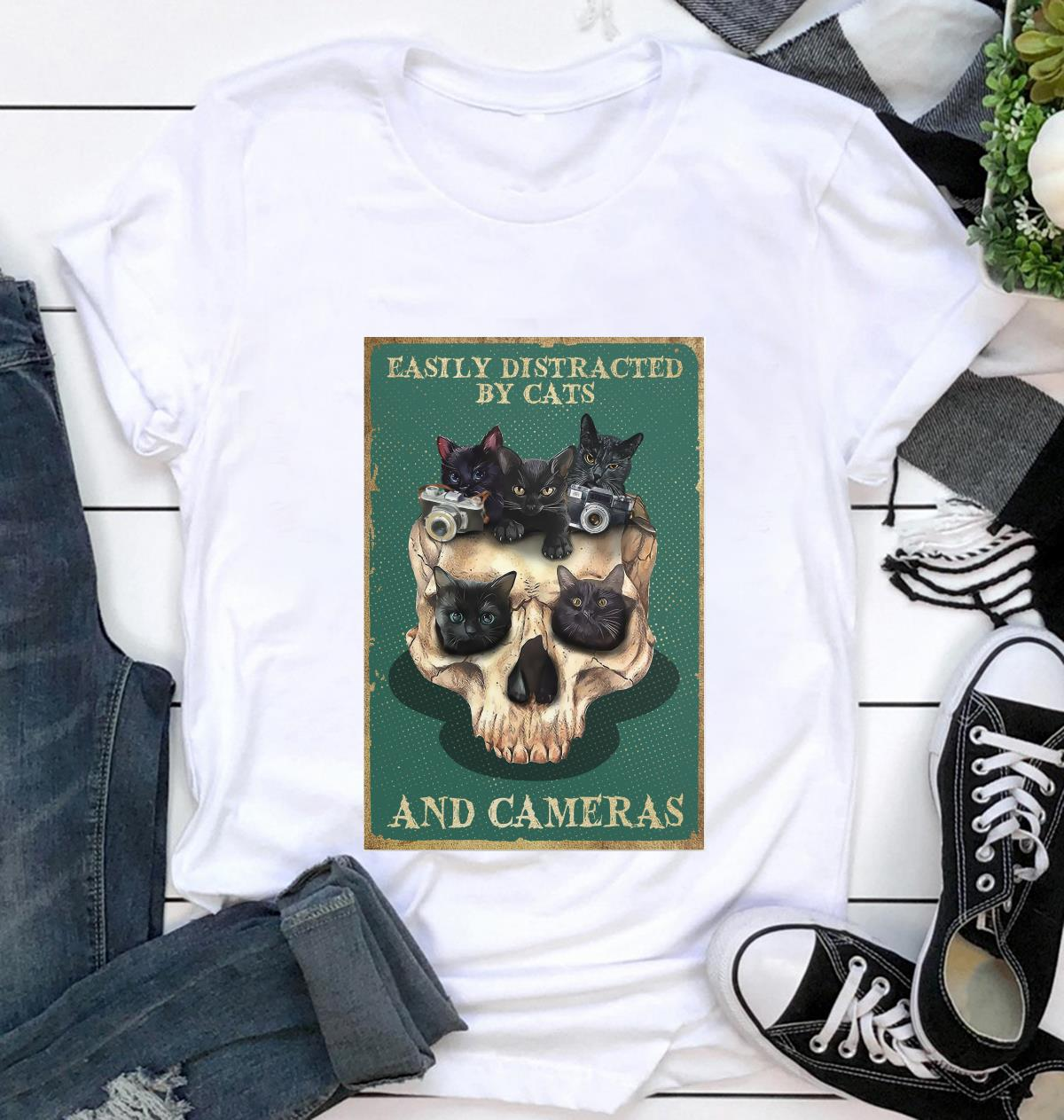 Skull easily distracted by cats and cameras poster t-shirt